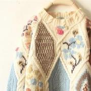 動人的花樣與配色讓這些毛衣款款都想讓人抱回家(附花朵毛衣圖案圖解20款)