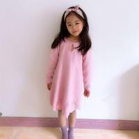 永远被少女追捧的粉红色 女童棒针滴水领长袖连衣裙