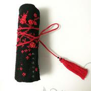 红梅笔帘 钩绣结合梅花图案笔帘针包