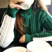 可两面穿着的女士棒针两色麻花毛衣