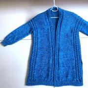 绚蓝 不开领不挖袖新手也可以轻松织的棒针麻花开衫