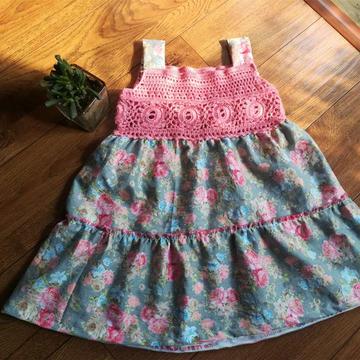 钩花与布艺结合的儿童小花背带裙
