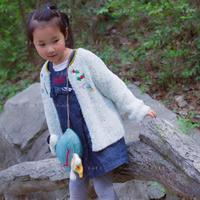 白羽 从领口往下织女童棒针短毛纱绣花开衫