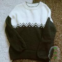 黑與白 手工編織極簡提花撞色圓領毛衣
