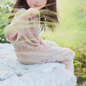 小时光 云清麦芽色女童棒针镂空花连衣裙