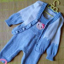 婴幼儿棒针三件套(猫咪提花V领开衫+长裤+背带裤)