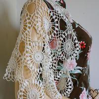 繁花 純色段染線都適合的女士鉤針蕾絲拼花披肩