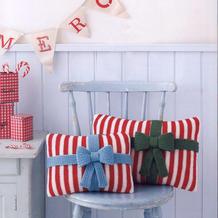 温暖有爱节日风棒针蝴蝶结条纹抱枕