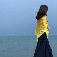 寻找秋的踪迹 三角款女士钩针叶子花披肩
