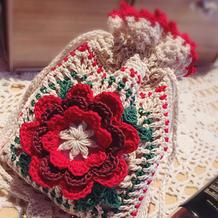 超美的钩针蕾丝编织立体花朵束口袋