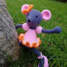 穿芭蕾舞鞋的鼠小姐 创意毛线编织钩针鼠玩偶编织图解