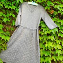 灰格 女士棒针七分袖V领连衣长裙(第十届编织大赛作品)