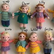 想念孩子们的老师,编织了23个可爱娃娃代表孩子们