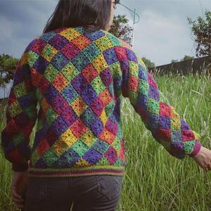 时光碎片 彩虹段染毛线编织女士钩针拼花套衫(第十届编织大赛作品)