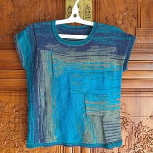 蓝色纵横 织法独特的女士棒针背心