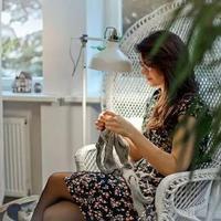 她休产假逛街灵光一现,竟创立了一个羊驼绒针织品牌