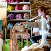 她是如何从城里的设计师变成山里的纺纱人
