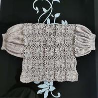 女生钩织结合拼花泡泡袖套衫