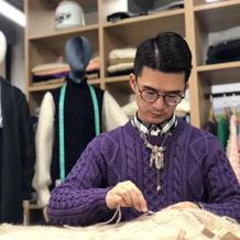 弃高薪用织毛衣创业的织男潘锐彬 热爱与努力传承手工编织