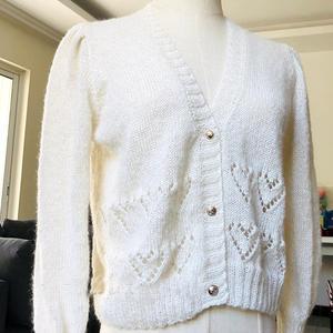 白露 简洁女士棒针泡泡袖心形镂空花马海开衫
