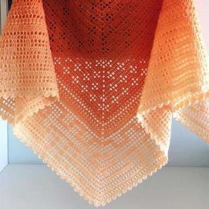 甜橙系女士钩针超大羊毛段染披肩
