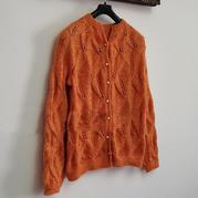 极简女士棒针叶子花开衫  利用花型变化可以织出舒服的美衣