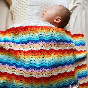 实用彩虹色钩针水波纹童毯