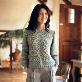 从中心开始织起的优雅女士棒针小圆领套头毛衣