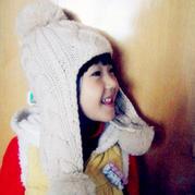 仿网上热销的儿童棒针菱形麻花绒球护耳帽