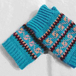 儿童棒针条纹袜筒与提花袖筒