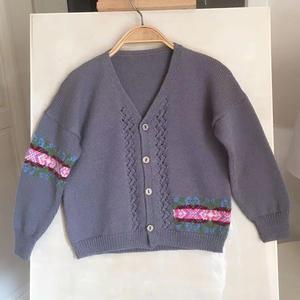 鏤空與提花結合的兒童棒針V領開衫