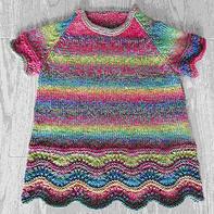 段染彩虹色儿童棒针短袖插肩裙式小毛衣