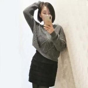 黑白夹花时尚百搭女士棒针短款宽松套头毛衣