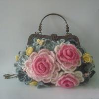 非常漂亮的一款钩针马海花朵口金包包