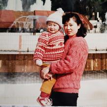 织织不倦 年轻时织给女儿,现在给外孙……