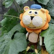 有些憨萌的钩针编织小狮子