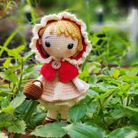 穿连帽斗篷的可爱钩针小红帽娃娃
