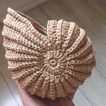 别致有型双股棉草编织钩针海螺包包