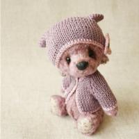给泰迪小熊织件衣服吧