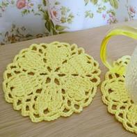 一款像樱花的钩针花样 可用来拼织毯子围巾衣服等衣饰