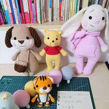 4款毛线编织钩针玩偶(卷耳狗、长腿维尼熊、围巾兔、小老虎)