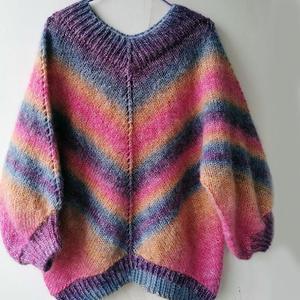 先圈织再片织的女士棒针彩虹蝙蝠衫
