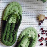 鞋面整齐光滑的简单布条线编结鞋