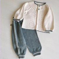手工编织婴儿套装(棒针圆领小开衫+休闲长裤)