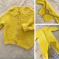 芒果 从领口向下织儿童棒针麻花育克开衫与连体衣