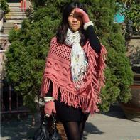 回头率超高的女士钩织结合流苏斗篷